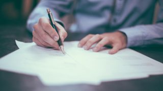 【中小企業診断士】独学でも受かる超効率的な1次試験の勉強法とは?